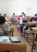 صورة أرشيفية لطلاب الثانوية العامة أداء الامتحانات التجريبية