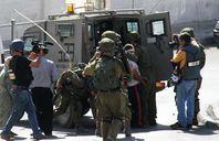 الاحتلال الإسرائيلي يعتقل مواطنين فلسطينيين