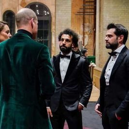 تحليل لغة جسد محمد صلاح أمام الأمير ويليام: «حاطط إيده في جيبه»
