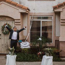 حفل زفاف في العزل الصحي على طريقة روميو وجولييت: العروسة عندها كورونا