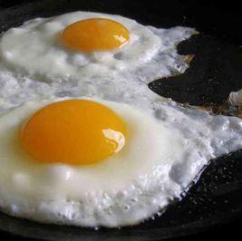 """البيض """"مش كله فوايد"""" وأضراره مدمرة: اعرف ليك كام واحدة يوميا"""