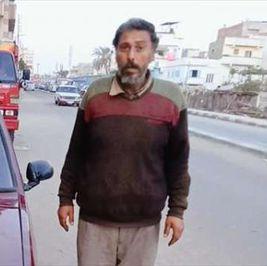باع منزله ليشتري راحة بناته.. «علي» عايش في سيارة 7 سنوات «كل ما يملك»