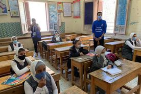 طلاب المدارس يلتزمون بارتداء الكمامات الطبية للوقاية من كورونا خلال الفصل الدراسي الاول - صورة أرشيفية