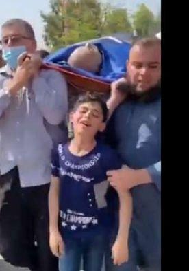 فلسطينيون يشيعون أحد الشهداء