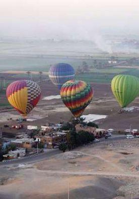 رحلات البالون الطائر في سماء البر الغربي بالأقصر