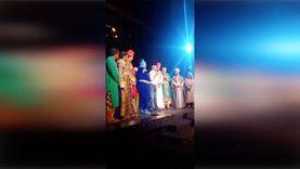 """لطفي لبيب يبكي عقب حضوره مسرحية """"علاء الدين"""" بمسرح كايرو شو بـ6 أكتوبر"""