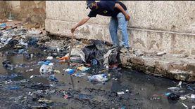 """""""أمانة"""" عامل نظافة بالإسكندرية.. عثر على """"محفظة"""" وأعادها لصاحبها"""