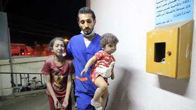 طبيب فلسطيني يتفاجأ بابنيه بين المصابين بالمستشفى: انهرت ولم أستطع علاجهما