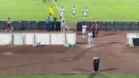محمود علاء يعتدي على مصور التلفزيون واشتباكات بين لاعبي الزمالك وأسوان