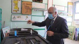 محافظ الجيزة يدلي بصوته في انتخابات النواب بمدرسة أم الأبطال الثانوية