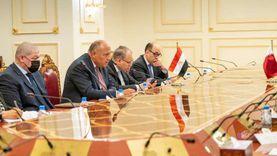 وزير الخارجية يلتقى نظيره القطري في مستهل زيارته للدوحة