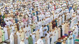 أداء صلاة التراويح بالمسجد الحرام في أول ليالي شهر رمضان الكريم
