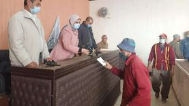 تكريم عمال النظافة بدسوق تقديراً لجهودهم وآخر لبلوغه السن القانونية