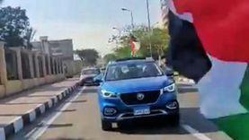 مواطنون يرفعون علم فلسطين بالإسماعيلية في أول أيام عيد الفطر