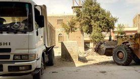 حملات لرفع تراكمات القمامة ومراجعة كشافات الإنارة في مدن أسيوط