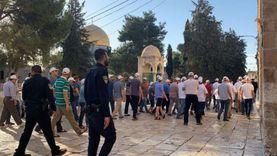 عشرات المستوطنين يقتحمون باحات الأقصى بقيادة عضو متطرف بالكنيست