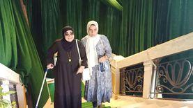 """والدة الشهيد مصطفى يسري تشارك بـ""""الشيوخ"""" على عكازها: مقدرش اتأخر"""