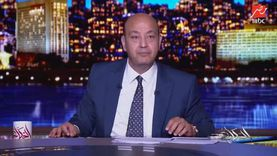 """عمرو أديب يحسد دينا الشربيني بسب """"الجيم"""": """"الله يكون في عونك يا هضبة"""""""