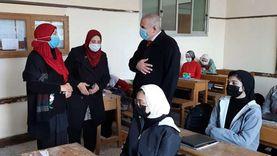 طلاب الصف الثاني الثانوى العام يؤدون امتحان اللغة الأجنبية بدمياط