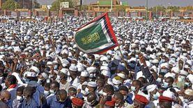 بحر من المشيعين يودعون حكيم السودان.. باللون الأبيض