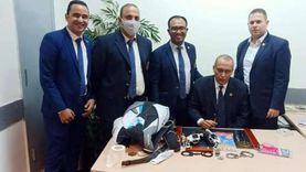 """إحباط محاولة تهريب """"طبنجتين"""" وعدد من الأسلحة البيضاء بمطار القاهرة"""