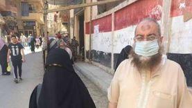 """ياسر برهامي يصطحب زوجته للتصويت في انتخابات """"الشيوخ"""" بالإسكندرية"""