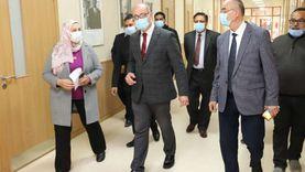 نائب رئيس عين شمس في جولة تفقدية للجان امتحانات كلية الألسن