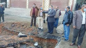 إصلاح هبوط أرضي بطريق «مير - الدير» بالقوصية: عمقه 3 أمتار