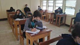 طلاب الثانوية يؤدون الامتحانات في الإسماعيلية وسط إجراءات احترازية