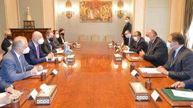 سامح شكري يجري مشاورات مع نظيره اليوناني لتطوير التعاون بين البلدين