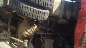 مصرع وإصابة 3 أشخاص إثر انقلاب سيارة بطريق أسيوط - البحر الأحمر