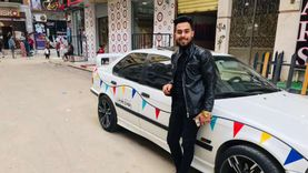 بتكلفة 1000 جنيه.. «بيشوي» يشارك المسلمين فرحة رمضان بتزيين سيارته