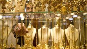الذهب يتراجع عالميا لأدنى مستوياته في 11 شهرا