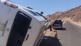 مصرع وإصابة 15 في حادث انقلاب ميني باص بطريق وادي قني بدهب