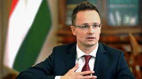 وزير الخارجية المجري: بدأنا تسليم 1300 عربة مقطورة إلى القاهرة