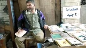 «عم سعيد» أقدم بائع كتب في دمياط بدأ بمكتبة متنقلة في عمر 10 سنوات