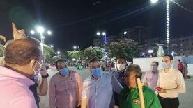 محافظ المنوفية يتفقد أعمال تخطيط شوارع العاصمة ويكافئ عامل نظافة