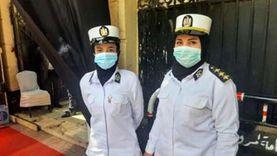 """الشرطة النسائية تساعد كبار السن على التصويت بـ""""الشيوخ"""" في قصر الدوبارة"""