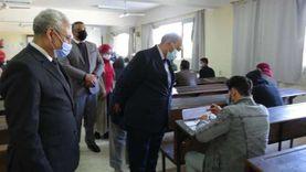 رئيس جامعة المنيا يتفقد أعمال امتحانات الفصل الدراسي الأول