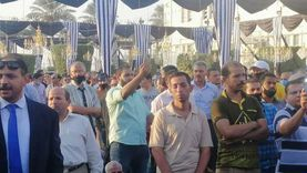 بدء توافد الحضور للمشاركة في جنازة رجل الأعمال محمد فريد خميس