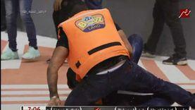أحمد سعد يعتدي بالضرب على رامز جلال في «رامز عقله طار»