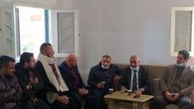 نائبا الشيوخ بدمياط يوفران 2000 «قفاز طبي وكمامة» بمستشفى «كفر سعد»