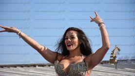 """راقصة مهرجان """"أخواتي"""".. الساعة بـ15 ألف جنيه وترفض الأماكن المشبوهة"""