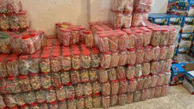 ضبط مخزن مواد غذائية يحتوي على 82 ألف عبوة مجهولة المصدر بالإسكندرية