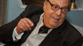 في عيد ميلاده الـ81.. حقيقة خطبة أسامة عباس لسوزان مبارك (فيديو)
