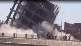 نجاة سائقي حفارات من الموت أثناء هدم عمارتين مخالفتين في المحلة