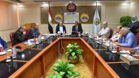 """محافظ مطروح يناقش مشروعات تطوير """"6 عزب"""" مع مدير صندوق العشوائيات"""