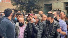 في أول ظهور بعد عودته من الخارج.. خالد يوسف يتلقى العزاء في شقيقه