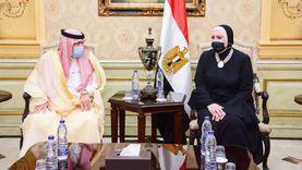 وزيرة التجارة والصناعة تستقبل نظيرها السعودي بمطار القاهرة