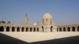 السيطرة على حريق خلف مسجد أحمد بن طولون